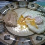 Róbalo con huevos fritos
